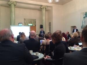 Sven-Erik Bucht talar med stolthet om den kommande livsmedelsstrategin i riksdagen i februari. Sedan dess har det blivit allt mer tyst från ministern.